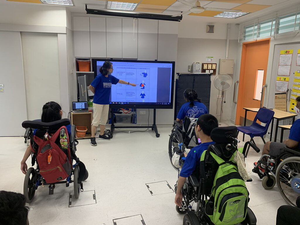 """Students were having a """"Theory & Quiz"""" time using Kahoot application."""